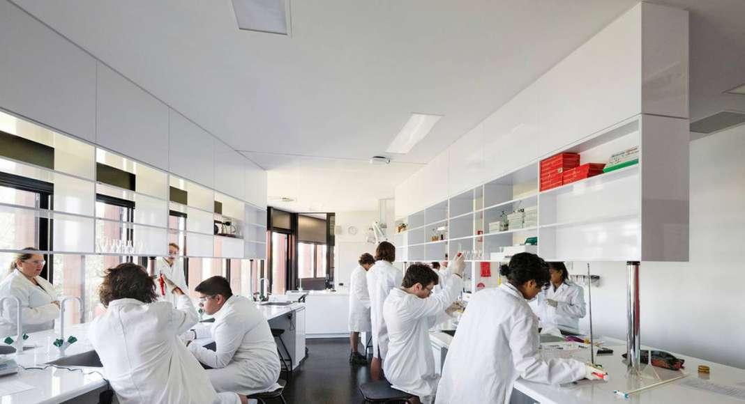 Ivanhoe Grammar Senior Years & Science Centre Science Labs by McBride Charles Ryan : Photo credit © John Gollings
