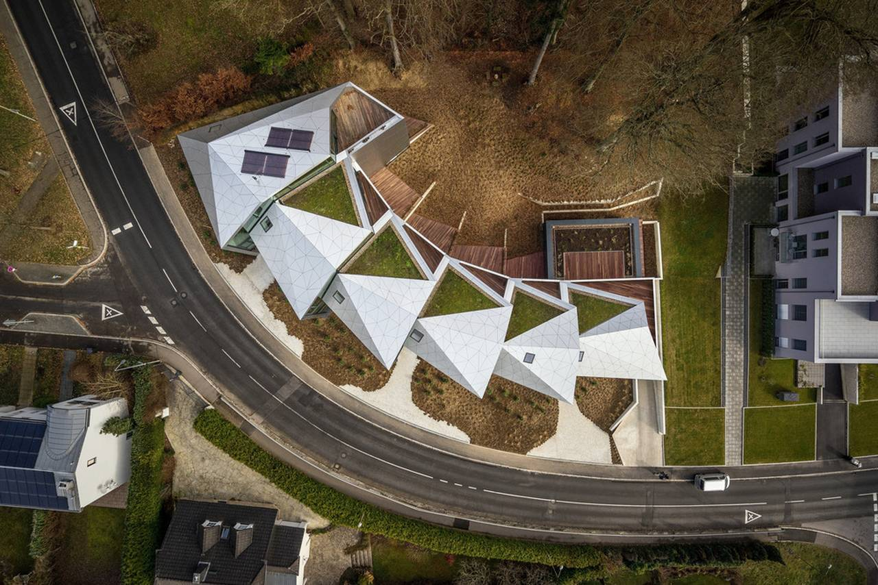 Situation residential building with 15 units Dommeldange, Luxembourg : Photo credit © Steve Troes Fotodesign