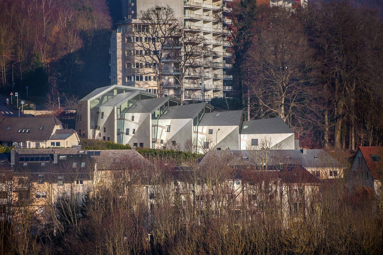 Context residential building with 15 units Dommeldange, Luxembourg : Photo credit © Steve Troes Fotodesign