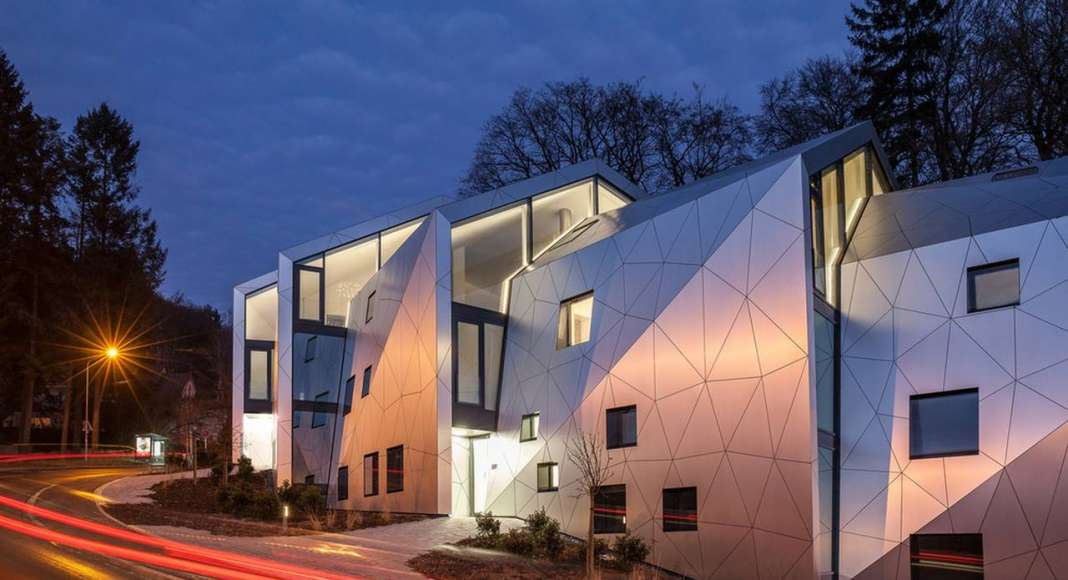 Night view residential building with 15 units Dommeldange, Luxembourg : Photo credit © Steve Troes Fotodesign