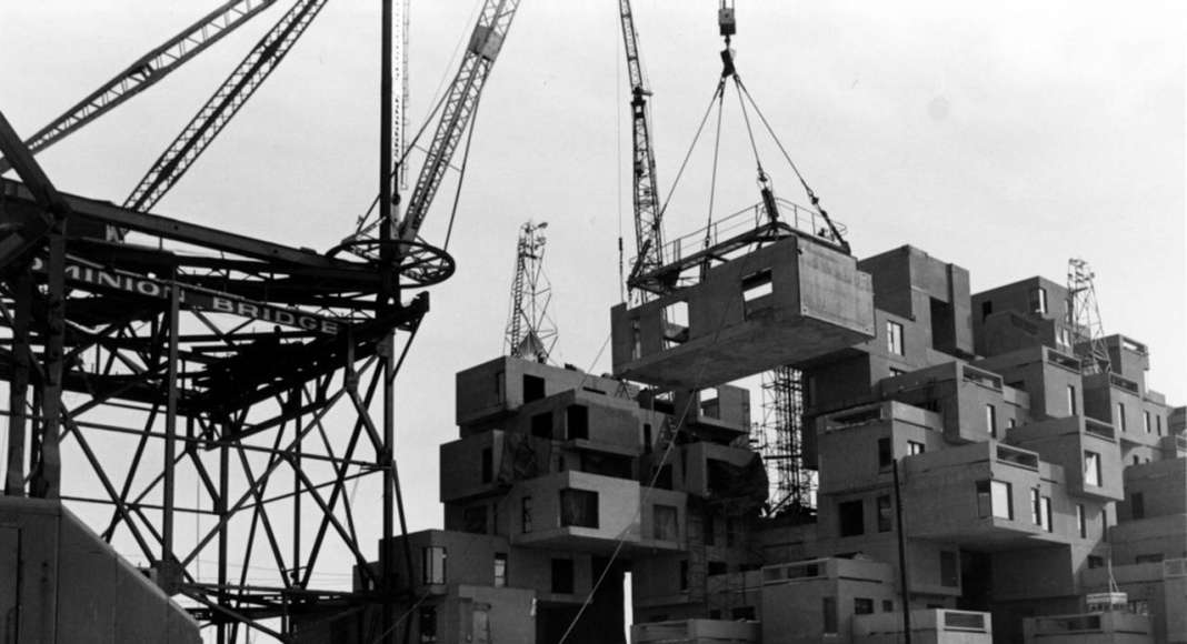 Habitat '67, construction image, 1966 : Photo credit © Collection of Safdie Architects