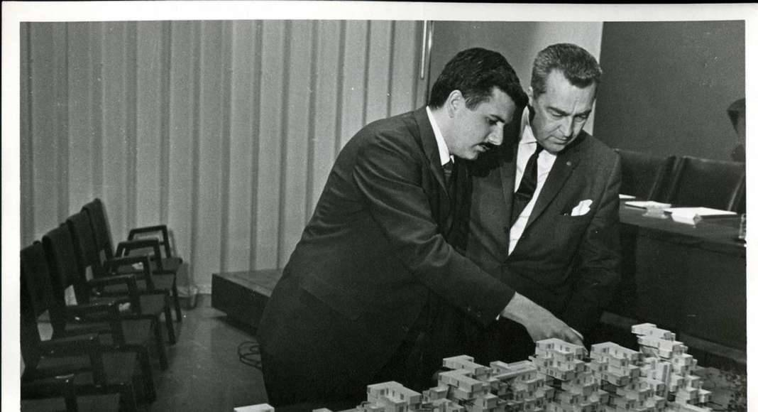 Moshe Safdie With Expo chief architect Edouard Fiset, 1966 : Photo credit © Collection of Safdie Architects