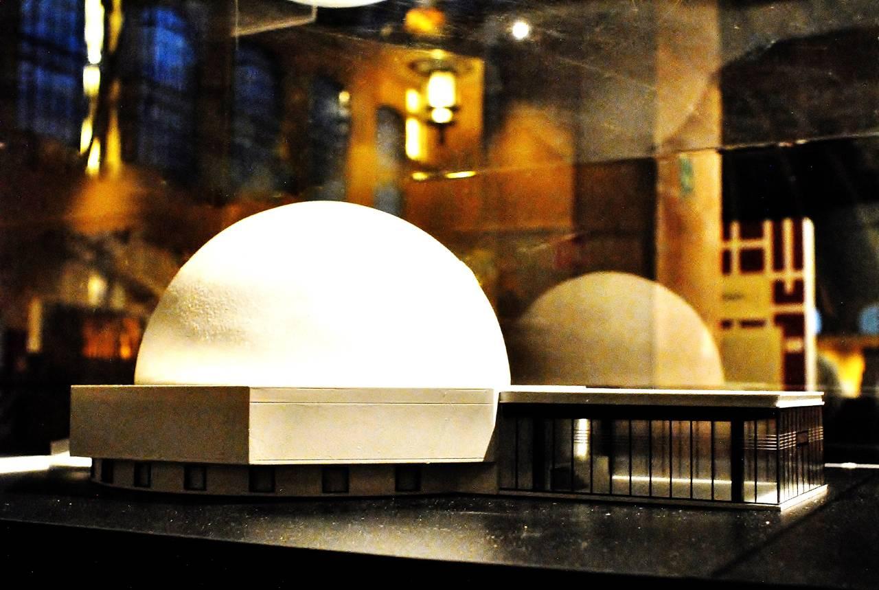 Maqueta del planetario Luis Enrique Erro del IPN : Fotografía cortesía del © INBA