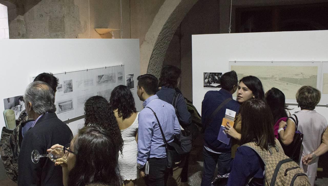 """Muestra """"Teodoro González de León. Dibujos en Perspectiva"""" en El Colegio Nacional : Fotografía © El Colegio Nacional"""