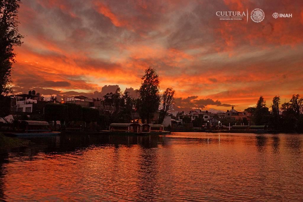 """Xochimilco, es ejemplo de que lo """"productivo"""" no riñe con la preservación de un ecosistema : Foto © Manuel Curiel, INAH"""