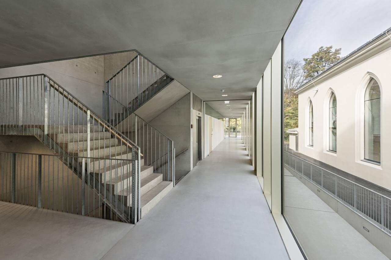 Vista Intermedia de los Corredores Renovación del Studio Molière y extensión del Liceo Francés de Viena : Photo © Hertha Hurnaus