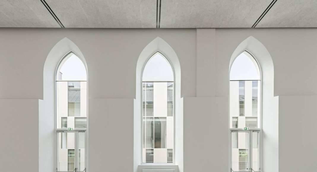 Vista del Vestíbulo del Studio Molière y extensión del Liceo Francés de Viena : Photo © Hertha Hurnaus
