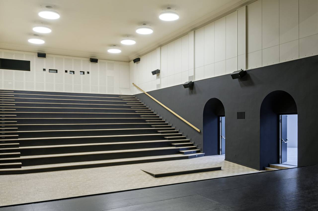 Vista del Teatro del Studio Molière y extensión del Liceo Francés de Viena : Photo © Hertha Hurnaus