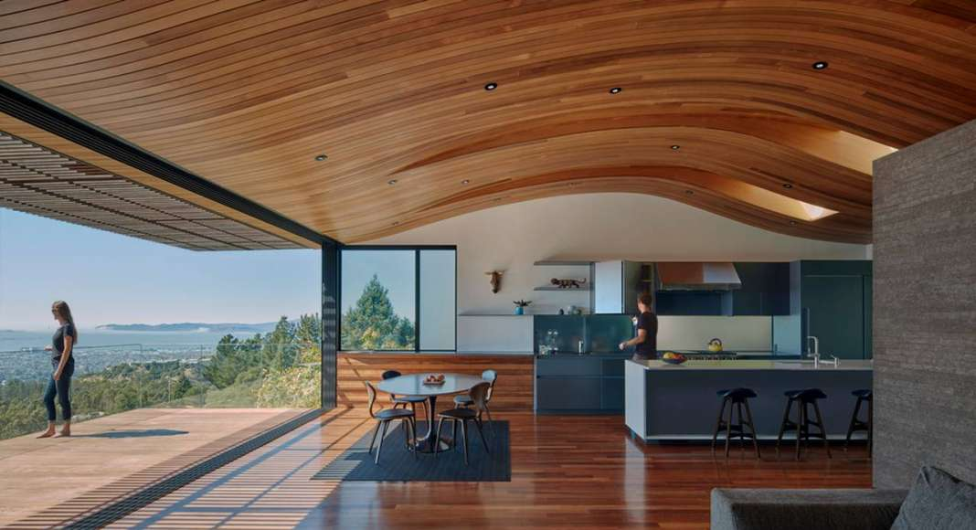 Skyline House Dining/Kitchen Area by Terry & Terry Architecture : Photo © Bruce Damonte Photography