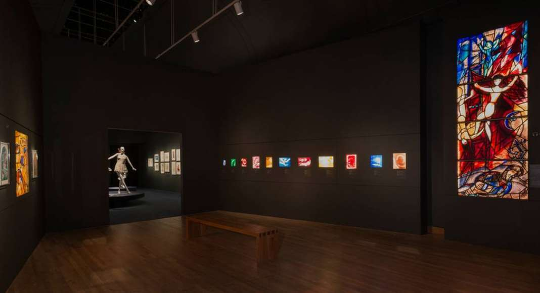"Exhibition ""Chagall: Colour and Music"" Montreal Museum of Fine Arts (MMFA) Menkès Shooner Dagenais LeTourneux Architects Photo credit: © SODRAC & ADAGP 2017, Chagall © Photo MMFA, Denis Farley"