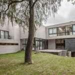 Jardín de la Casa F12 diseñada por el estudio Miguel de la Torre Arquitectos : Fotografía © Jorge Garrido