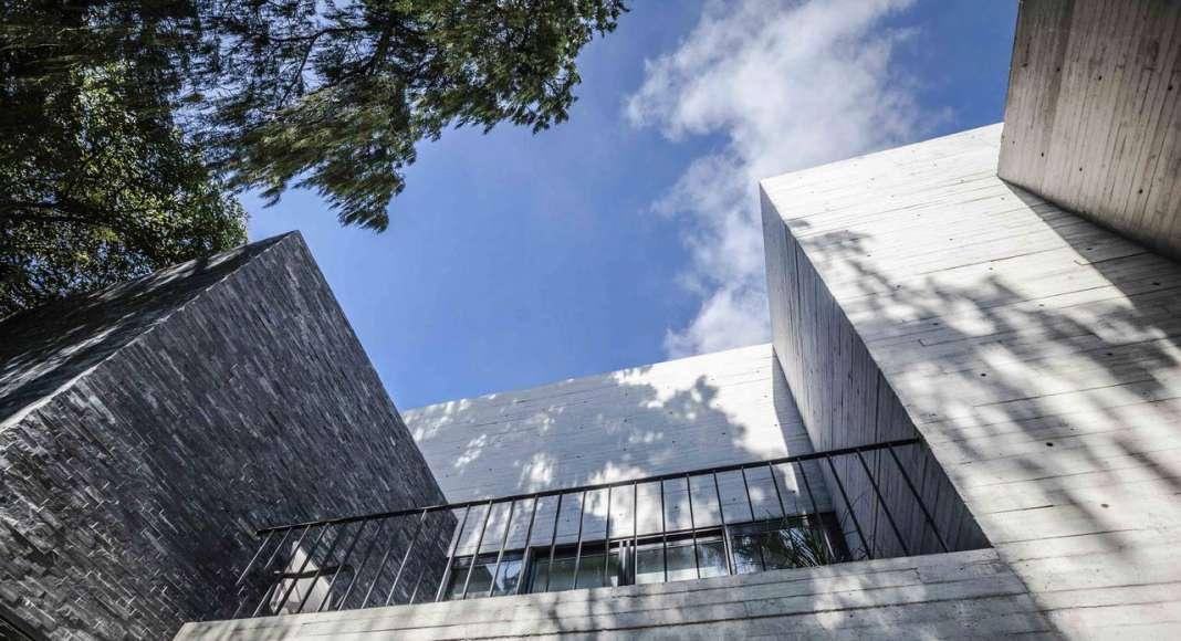 Terraza de la Casa F12 diseñada por el estudio Miguel de la Torre Arquitectos : Fotografía © Jorge Garrido