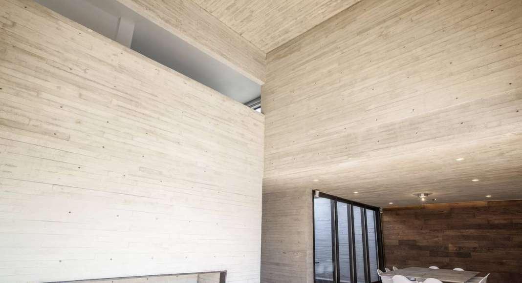 Vista Interior de la Casa F12 diseñada por el estudio Miguel de la Torre Arquitectos : Fotografía © Jorge Garrido