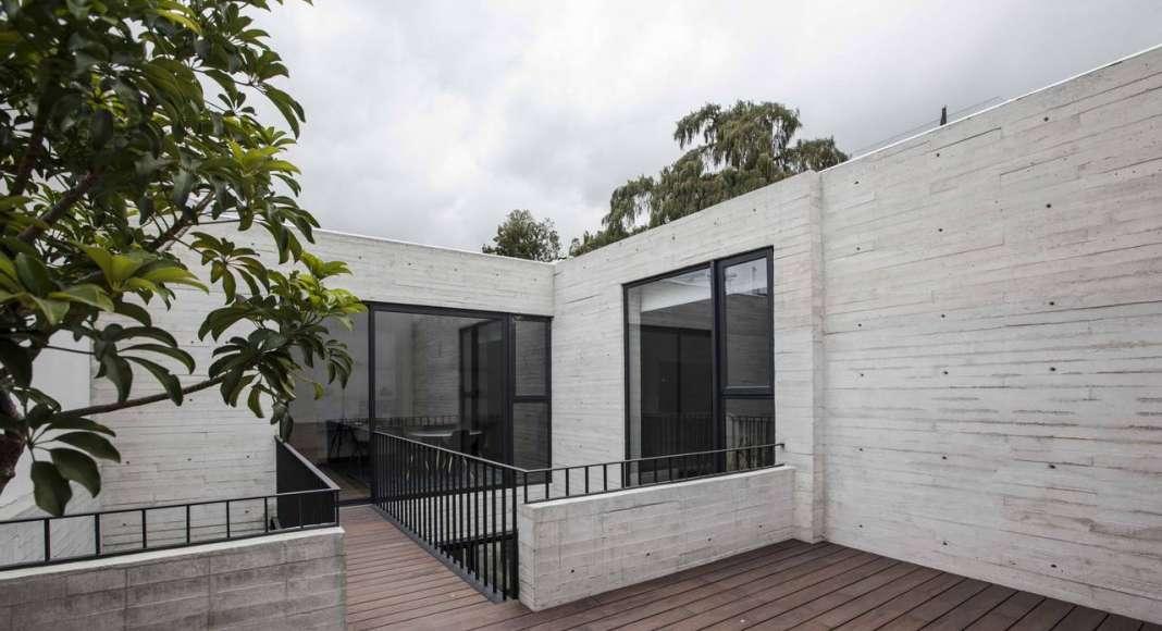 Vista de la Terraza de la Casa F12 diseñada por el estudio Miguel de la Torre Arquitectos : Fotografía © Jorge Garrido