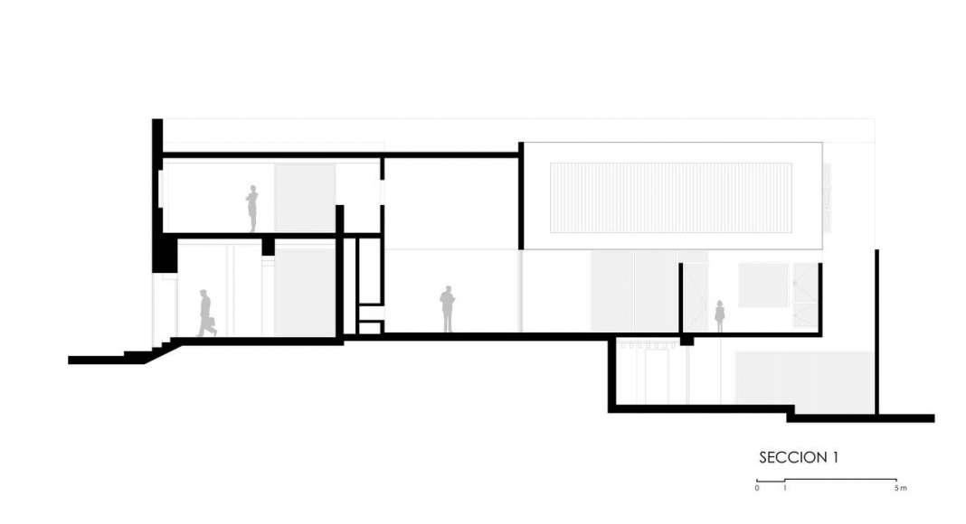 Corte A - A' de la Casa F12 : Plano © Miguel de la Torre Arquitectos