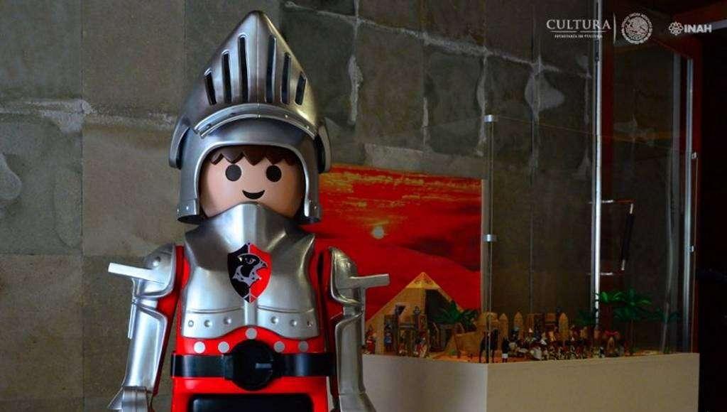 La exposición 'Playmo historia' presenta escenas del antiguo Egipto, los vikingos, la Plaza Mayor de México, el ferrocarril y el icónico Puente de Metlac : Foto © Héctor Montaño INAH