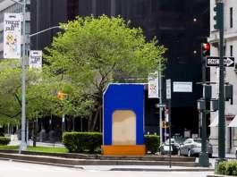 Morpho's Nest in the Cadmium House creada por el artista Lluís Lleó en New Park Avenue Sculpture : Photo © Corrado Serra