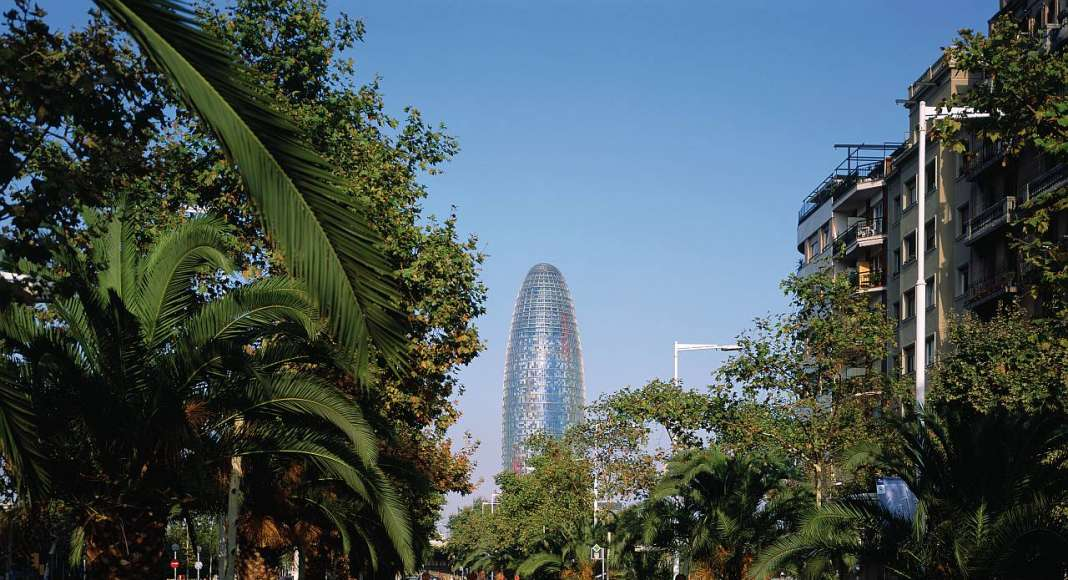 Torre Agbar, Barcelona (Spain) 1999–2005 : Copyright © Philippe Ruault