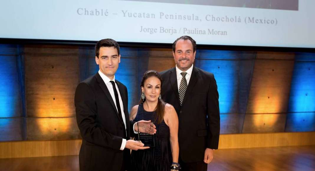 Jérôme Gouadain, de Prix Versailles, con Paulina Morán y Jorge Borja : Fotografía © Paulina Morán