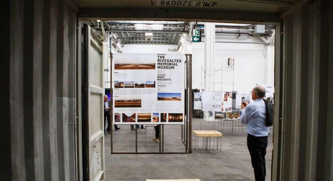 """Exposición """"EU Mies Award 2017"""" en el Palau Victòria Eugènia de Barcelona : Fotografía © Anna Mas"""