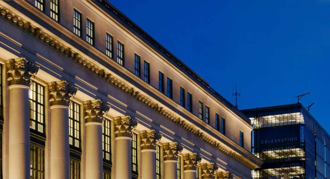 Iluminando el 180 Wellington en Ottawa, Canadá diseñado por Lightemotion : Photo credit © Gordon King Photography