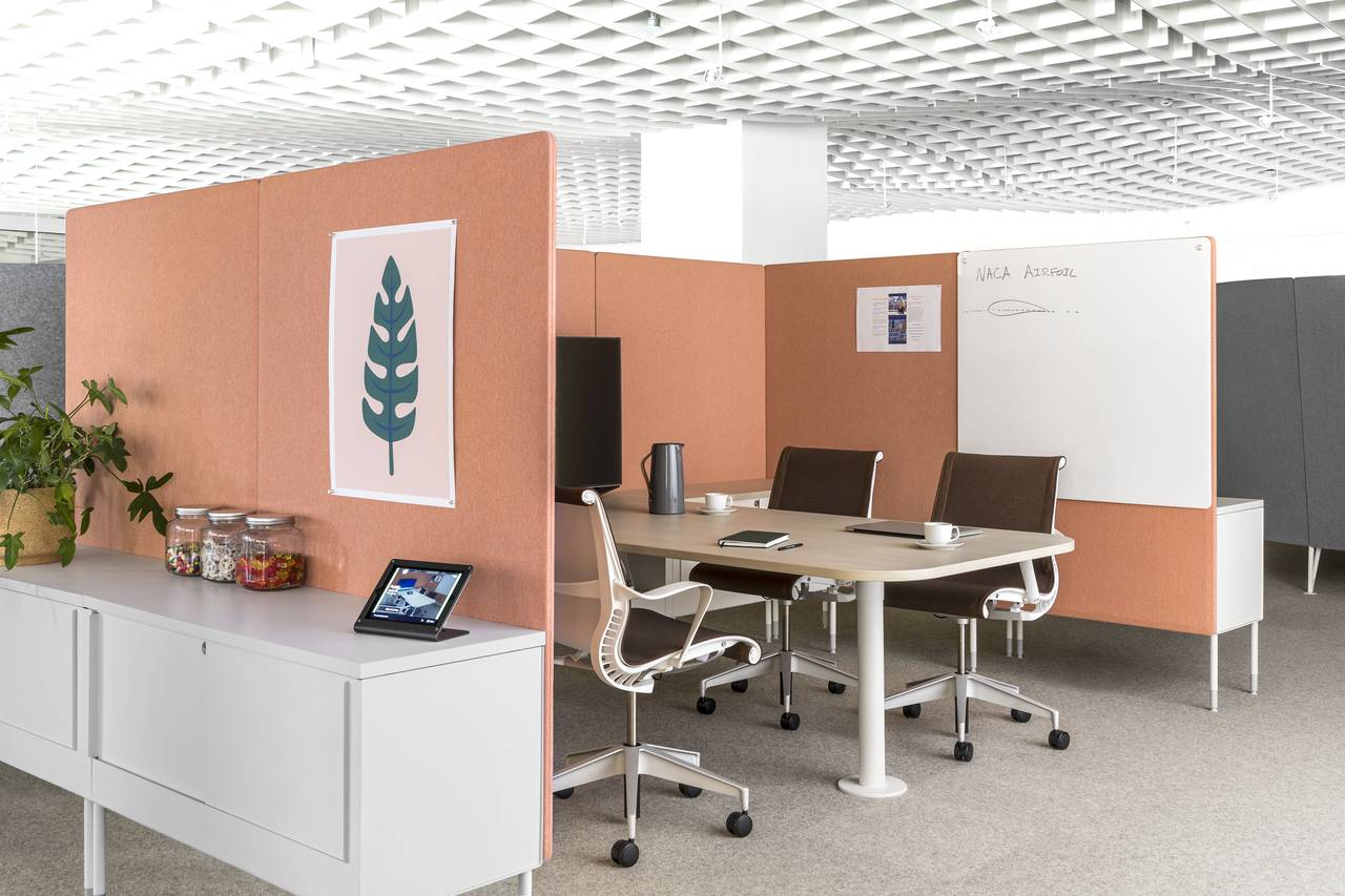 living office de herman miller cobra vida en neocon 2017 arquired. Black Bedroom Furniture Sets. Home Design Ideas