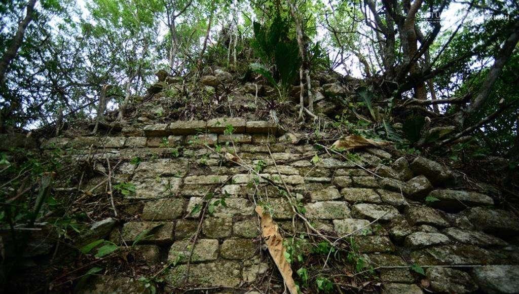 Estructura Piramidal de Lagunita : Foto © Mauricio Marat. INAH