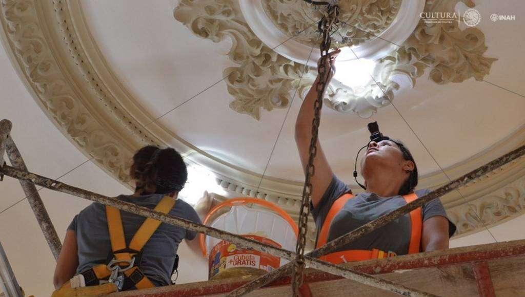 La ejecución de calas estratigráficas permitió a los especialistas conocer la policromía original del palacio : Foto © Museo Palacio Cantón-INAH