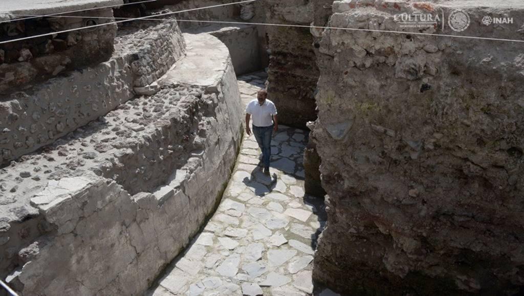 Raúl Barrera, responsable del PAU, detalló que conforme a la evidencia de tres etapas constructivas detectadas hasta ahora, ambos edificios estuvieron en uso por lo menos desde 1481 : Foto © Héctor Montaño, INAH