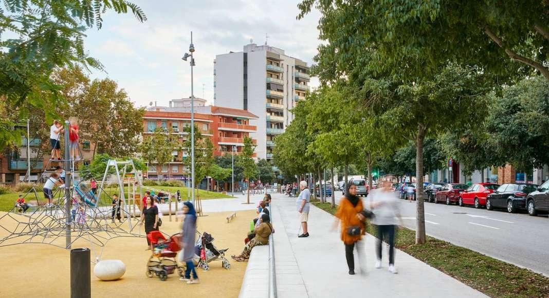 Reurbanización de una área verde en Badalona diseñada por peris+toral.arquitectes : Fotografía © José Hevia