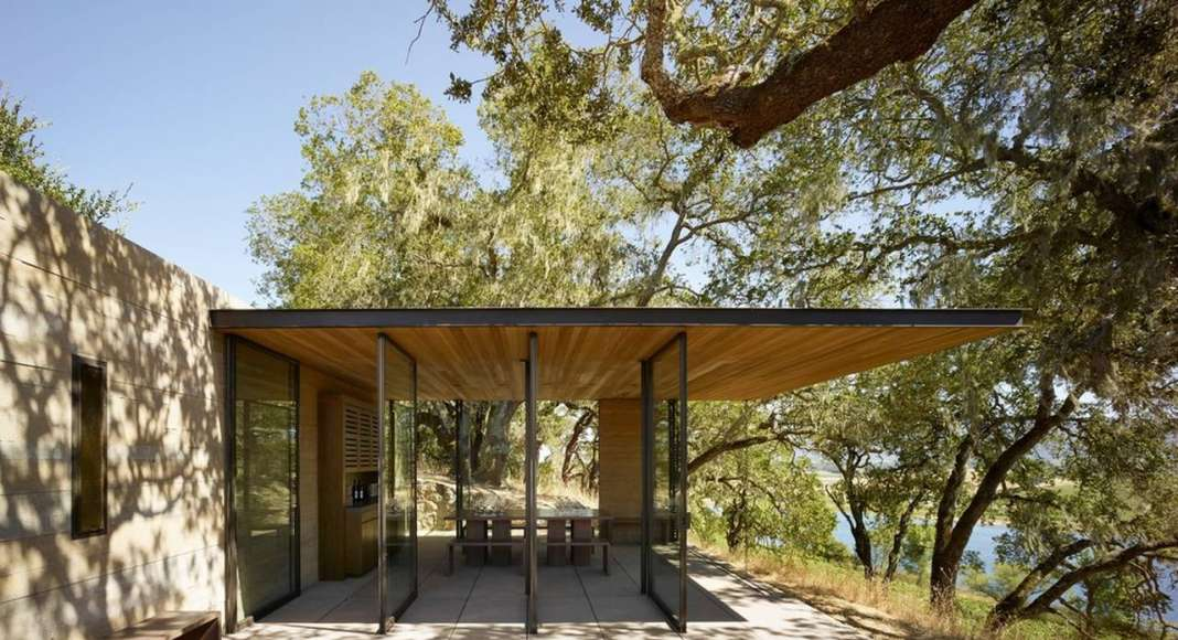 "According to Walker Warner principal Mike McCabe, ""Each pavilion is elegantly unobtrusive and offers a rustic yet refined experience evocative of picnicking with a bottle of wine under an oak tree."" : Photo credit © Matthew Millman"