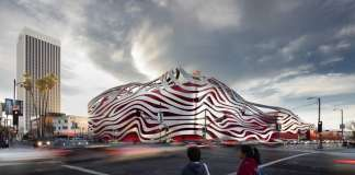 Display - Kohn Pedersen Fox Associates - Petersen Automotive Museum : Photo credit © World Architecture Festival