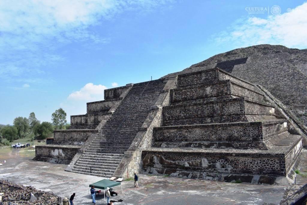 Especialistas del INAH localizan posible túnel bajo la Plaza y Pirámide de la Luna, en Teotihuacan