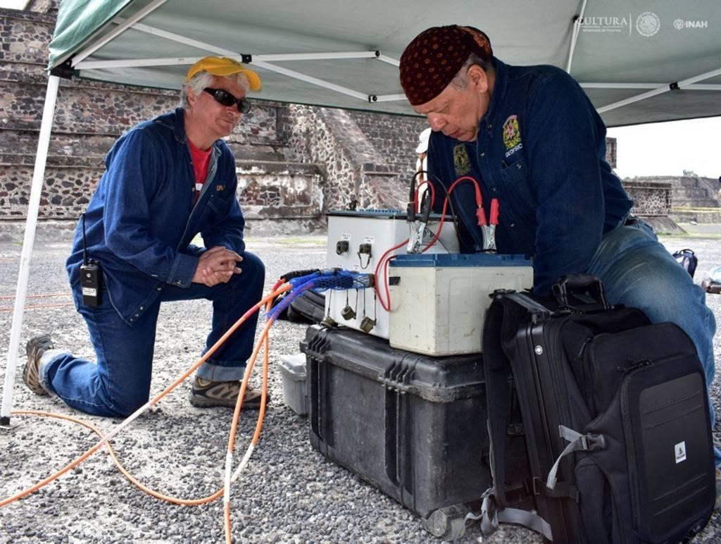 La inyección de corriente eléctrica se hizo mediante electrodos : Foto © Melitón Tapia, INAH