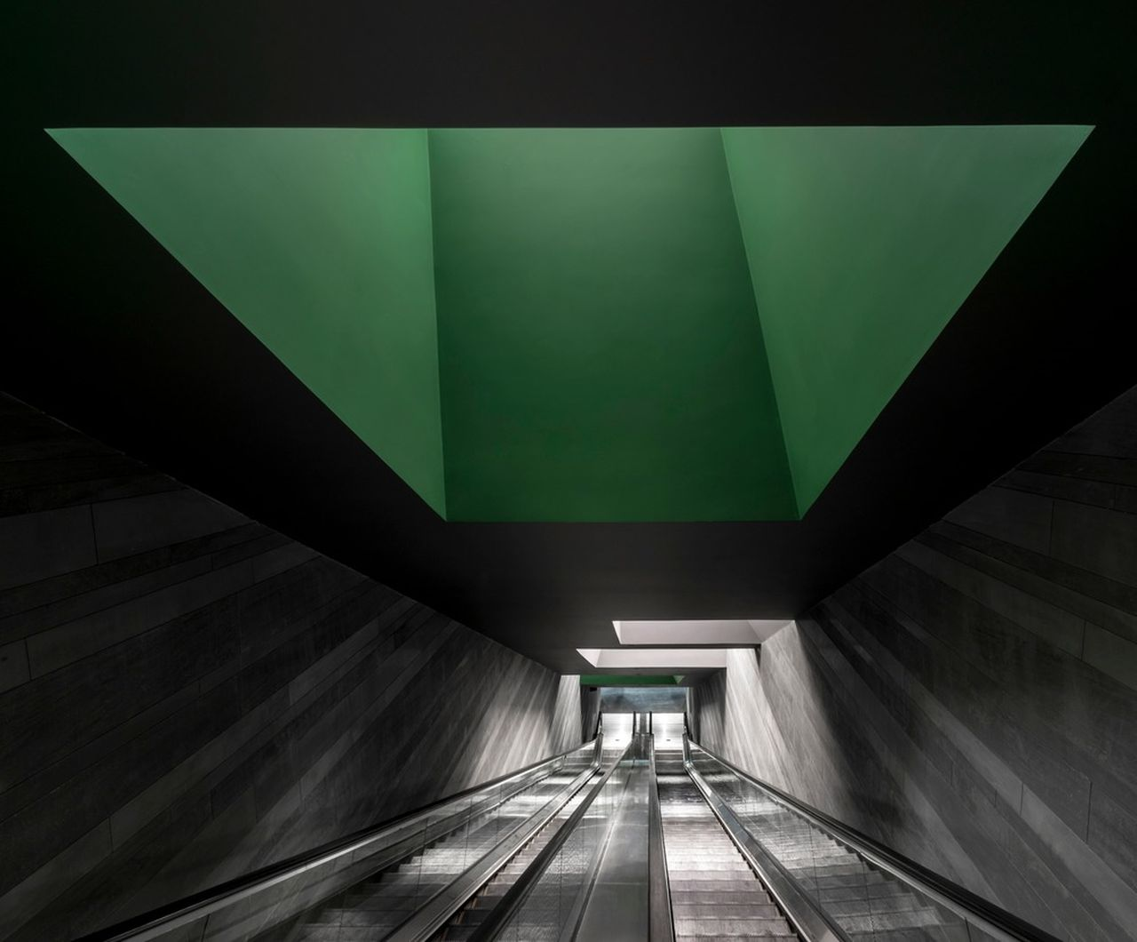 The HUB Performance and Exhibition Center Escalator Tunnel : Photo credit © Dirk Weiblen