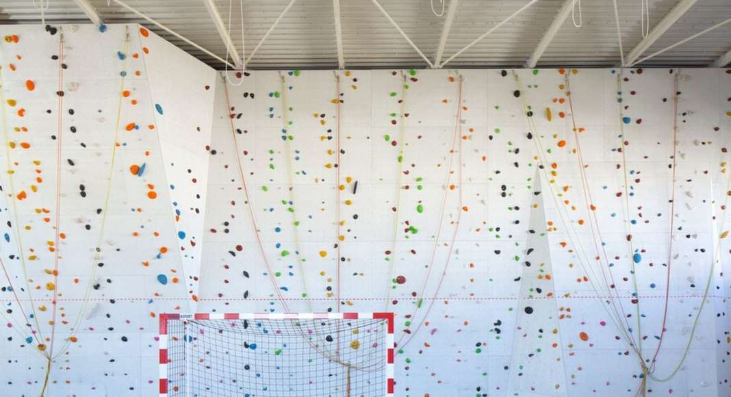 View of the climbing wall : Photo credit ©photoarchitecture.com