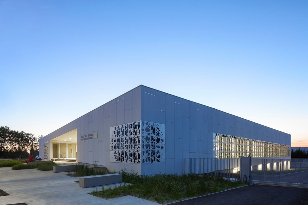 Sports Hall of the Jean-Louis Trintignant Middle School in Uzès : Photo credit ©photoarchitecture.com