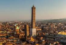 Torre Asinelli and Torre Garisenda : Photo © CODE