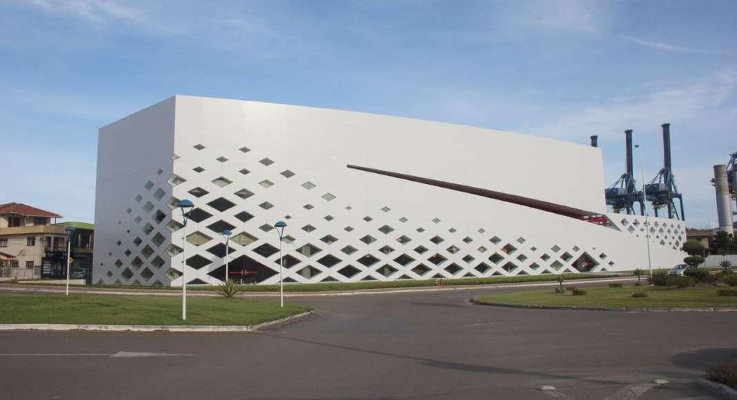 Auditorium Portonave Navegantes Brasil by Schiavello Architects Office : Photo © Schiavello Architects Office