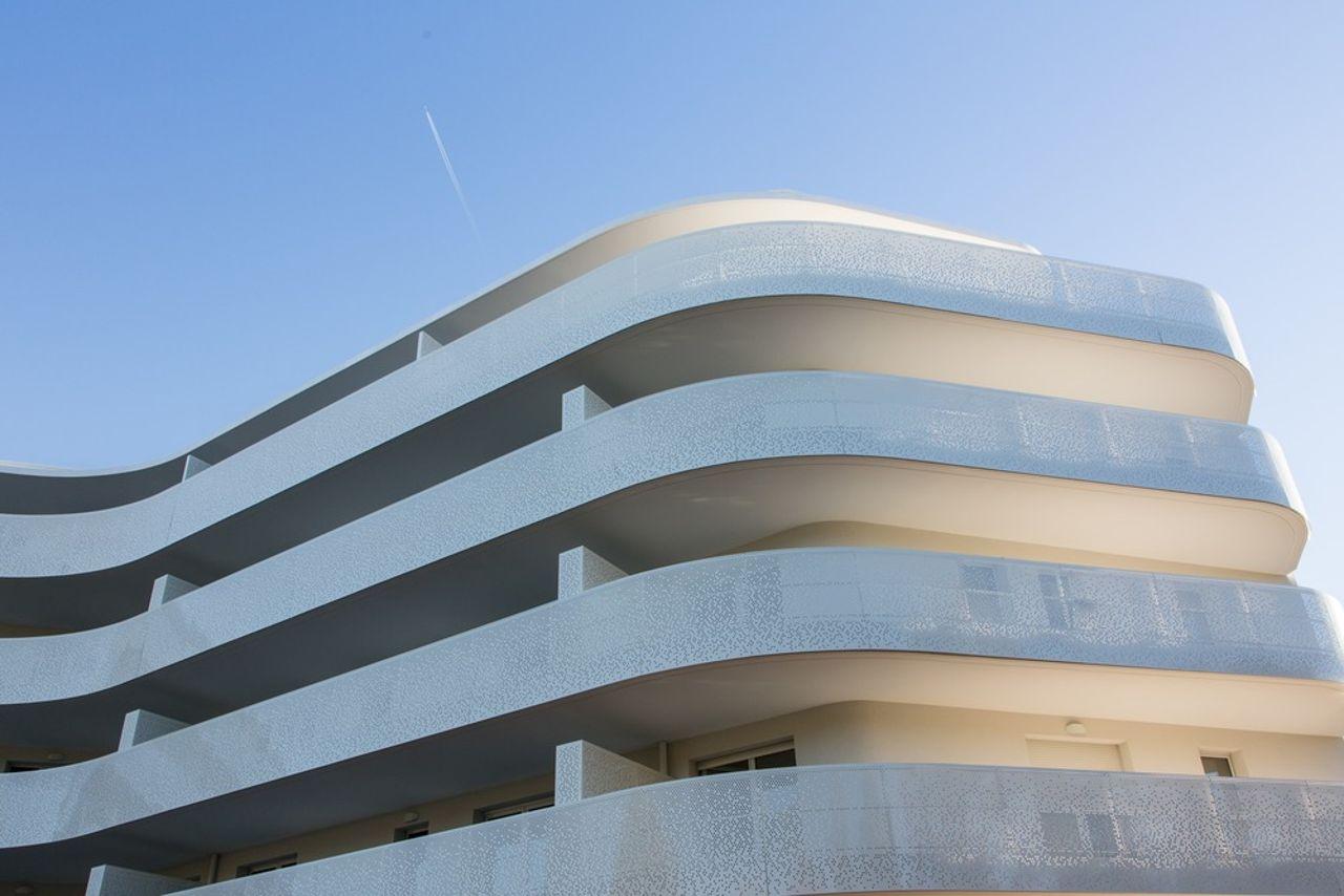 La Barquière View of the undulating frontage diseñado por PietriArchitectes : Photo credit © Nicolas Vaccaro