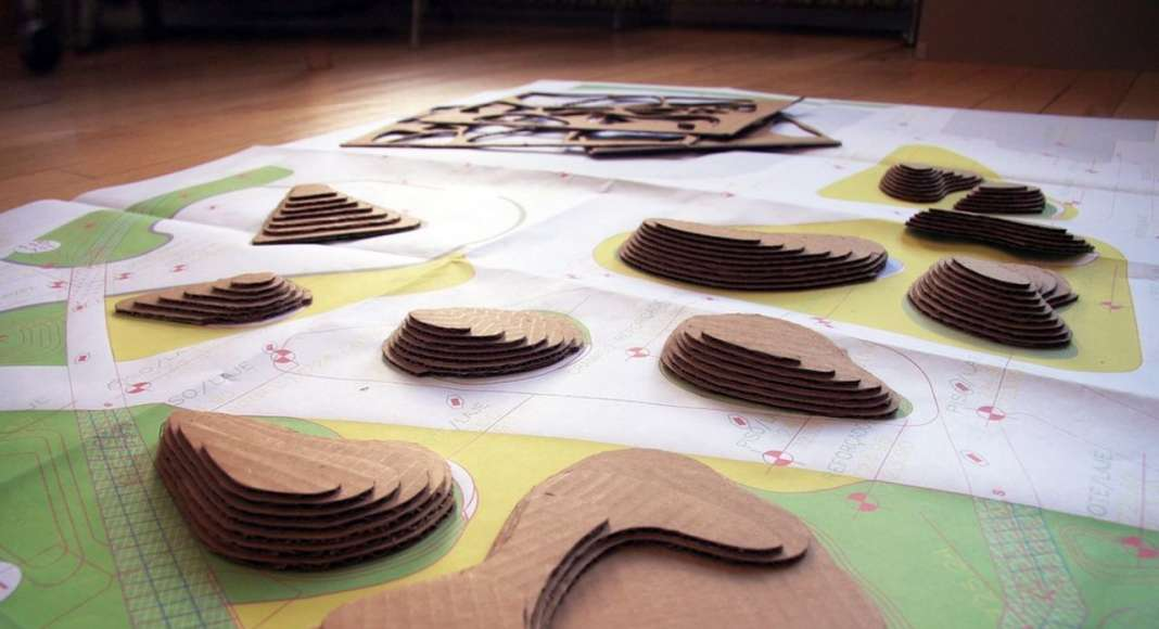 Cardboard model study at the garden of planted islands : Photo credit courtesy of © Balmori Associates