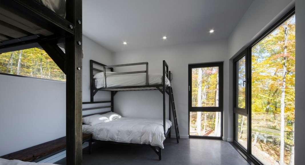 Chalet Bécassines Dormitory en Mansonville diseñada por Atelier BOOM-TOWN : Photo credit © Steve Montpetit