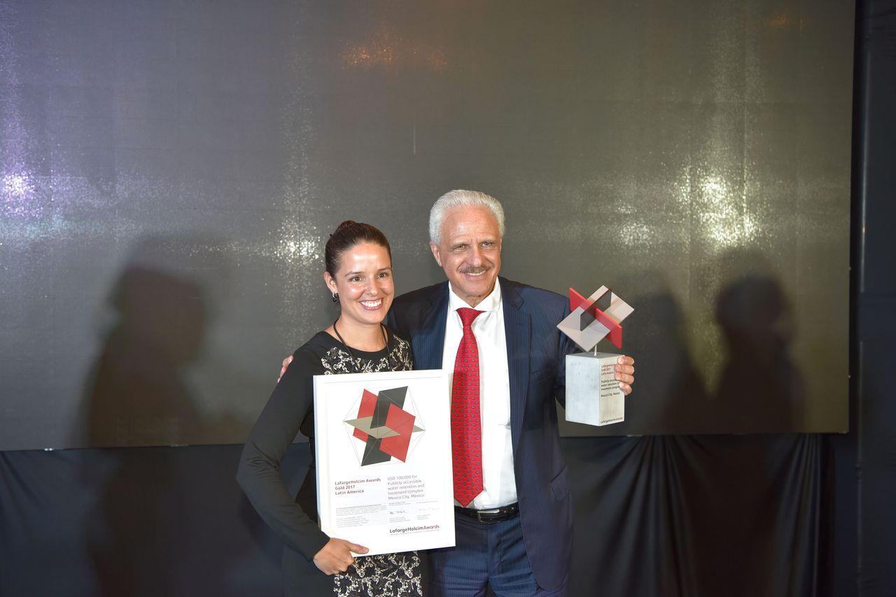 Los arquitectos e investigadores mexicanos de la Universidad Nacional Autónoma de México (UNAM), Loreta Castro Reguera y Manuel Perló Cohen, ganadores del LafargeHolcim Award de Oro 2017 : Fotografía cortesía de © LafargeHolcim Foundation